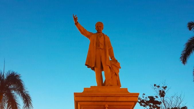 Estatua de Martí - Parque de Cienfuegos